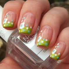 White Flowers // love these cute lil flowers with the green French tip!