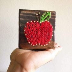 Great Teacher Gifts, Teacher Appreciation Gifts, Cute Crafts, Crafts To Do, Craft Gifts, Diy Gifts, String Art Diy, Arte Linear, Presents For Teachers