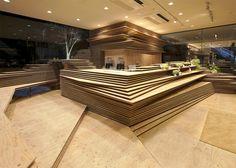 Shop- & Raumdesign mit einer Topographie aus Holzplatten - von Kengo Kuma