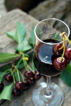 """Avete mai gustato un buon bicchiere di #vino di #visciole? E' un vino dolce tipico marchigiano, da dessert, di antica tradizione a base di """"visciola"""", una ciliegia selvatica (prunus cerasus). Ha un sapore intenso ma delicato, un retrogusto gradevolmente amarognolo, con un delizioso aroma di ciliegia matura. E' definito """"Elisir del corteggiamento"""" perché piace molto alle donne per via del colore rubino, per il suo profumo, la morbidezza e il gusto rotondo e brioso.  #marcheintavola #pornfood"""