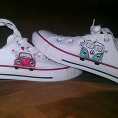 Two classic Volkswagens handpainted on a classic pair of chucks. Combi Wv, Disney Toms, Hand Painted Shoes, Transporter, Shoe Art, Michael Kors Wallet, Custom Shoes, Beetle, Diy Clothes