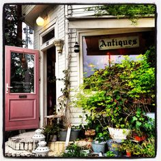 Work in antique shop Antique Fairs, Antique Shops, Living In La, Shop Around, Store Fronts, Vintage Love, Cool Things To Buy, Antiques, Heaven