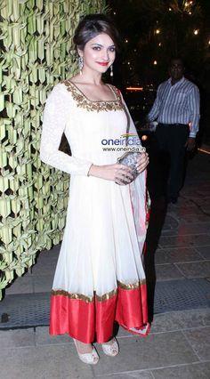 Nov 02, 2013: Prachi Desai at Bachchans Diwali Party
