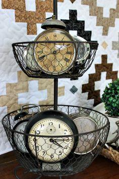 Decorating with old clocks Vintage Alarm Clocks, Old Clocks, Antique Clocks, Clock Display, Clock Decor, Vintage Furniture Design, Vintage Decor, Vintage Cars, Modern Furniture