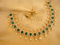 Gold Necklace Simple, Gold Jewelry Simple, Gold Jewellery Design, Gold Earrings Designs, Emerald Jewelry, Jewelry Patterns, Choker, Classy, Bridal