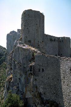 Quéribus, une des dernières citadelles cathares. Les cathares... Histoire tragique et passionnante.