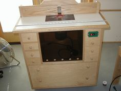 Router table cabinet design