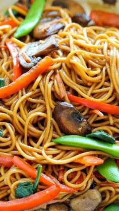 Easy Lo Mein ~ The easiest lo mein you will ever make in 15 min from start to finish. It's so much quicker, tastier and healthier than take-out! Vegetarian Recipes, Cooking Recipes, Healthy Recipes, Vegetarian Cooking, Simple Recipes, Free Recipes, Vegetarian Lo Mein, Damn Delicious Recipes, Cheap Recipes