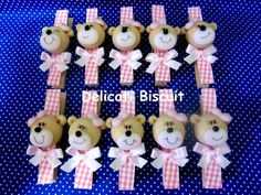 bear Khloe Baby, Distintivos Baby Shower, Clip Dolls, Pintura Country, Pasta Flexible, Clothespins, All Art, Biscuits, Polymer Clay