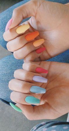 On average, the finger nails grow from 3 to millimeters per month. If it is difficult to change their growth rate, however, it is possible to cheat on their appearance and length through false nails. Summer Acrylic Nails, Best Acrylic Nails, Nagellack Design, Aycrlic Nails, Coffin Nails, Fire Nails, Dream Nails, Stylish Nails, Nagel Gel