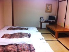 I can definitely understand why this is the most popular room at SAKURA HOTEL Ikebukuro. In my opinion, there's no better way of sleeping than in a futon directly on a tatami floor. It beats any bed any day! I had the good fortune of staying in a Sakura House share house room for 2 years. Now, I really miss having tatami.       In other words, this room at SAKURA HOTEL Ikebukuro may just be the perfect place for you to try out your first tatami!