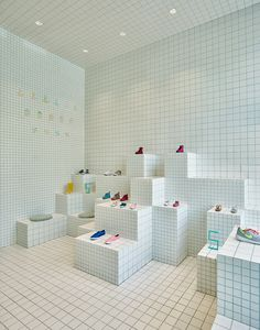 Little Shoes store interior by Nabito Architects Shopping In Barcelona, Shoe Display, Display Cases, Visual Display, Retail Interior, Retail Space, Shop Interiors, Design Furniture, Retail Shop