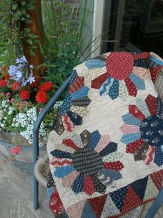 Absolutely LOVE this patriotic dresden from Temecula Quilt Co. Must make it! Would be great with my Prairie Paisley fabrics that I've been hoarding...