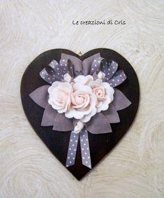 Ancora rose!!!     le mie adorate rose     Un bouquet di rose in feltro,con foglie e nastrini             applicate su un cuore di legn...