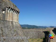 http://www.101giteinliguria.it/index.php/ce-il-sole/la-spezia/1149-i-castelli-di-sarzana