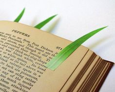 Grassy Page Markers By Yuruliku – $15 Cool Bookmarks, Creative Bookmarks, Creative Crafts, Creative Ideas, Office Gadgets, Fun Gadgets, Page Marker, Book Markers, Secret Santa