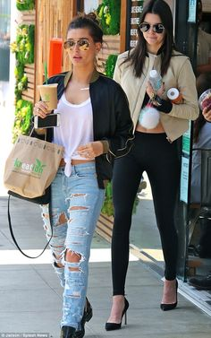 Kendall Jenner grabs smoothies with Hailey Baldwin back in LA #dailymail