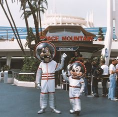 Astronauts Goofy and Mickey at Space Mountain