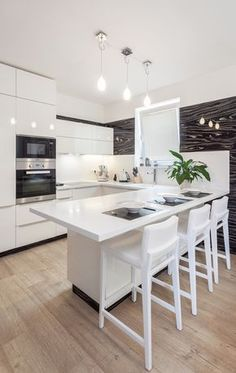 Look at the ebony veneer wall. Table, House, Furniture, Interiordesign, Home Decor, Kitchens, Modern White Kitchens, White People, Trendy Tree