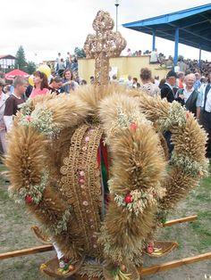 korony dożynkowe galeria - Szukaj w Google Folklore, Weaving, Poland, Thanksgiving, Decor, Google, Spirituality, Do Crafts, Decorating