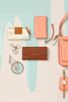 Our favorite pairing with our marble wallets and accessories? A pop of papaya. Leather clutches, crossbody handbags, bag charms and watches, they make the perfect pairing.