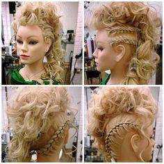 Galla opsætning #updo #hair #rock #randers #opsætninger #kæder #krøller #curls #fletninger #fest #frisør #frisure #galla #blond #hår #vestergade #model