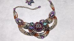 Embroider an elegant necklace for evening wear