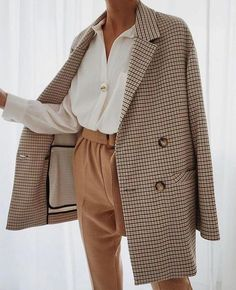 Luxurious outfit idea for this fall season with satin (silk) shirt and amazing classy (ladylike) trench (coat), for all my beautiful ladies. - Source by outfits classy Cute Casual Outfits, Winter Fashion Outfits, Fall Winter Outfits, Look Fashion, Autumn Fashion, Stylish Outfits, Womens Fashion, Korean Fashion, Summer Work Outfits