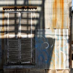 #Chile #Santiago #santiagodechile #tourism #touristattraction #travelphotography #traveltheworld #travel #street #streetphotography #street_photography #window #wall #shadows #light #sunlight #graffiti #graffitiart #graffitiwall #graffitiartist #photography #photographyart #photographyskills #composition #colors #culture #lines by jorj_nicolas