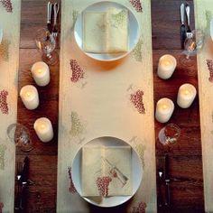 Duni Vino - Weingenuss stilvoll zelebrieren  Der Genuss edler Weine ist ein wesentlicher Bestandteil eines geselligen Beisammenseins. Weinliebhaber, die das zeitlose Motiv vollreifer Trauben in die Tischdekoration einbinden möchten, bietet die elegante Serie Duni Vino viele kreative Möglichkeiten. Im Spätsommer und Herbst verleiht Duni Vino einer festlich gedeckten Tafel eine stilvolle Opulenz, die den Genuss kreativer Gerichte mit passender Weinbegleitung auch optisch zu einem Erlebnis…