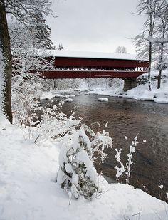 New Hampshire Snowscape with Covered Bridge (4566)
