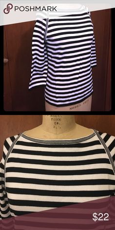 Jones New York Striped Top This is a heavy material which makes it perfect to pair with a pea coat and scarf in the winter or some red capris in the spring. Like new, only worn a few times, offers accepted. Jones New York Tops Tees - Long Sleeve