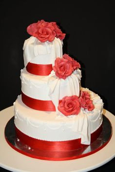 #torta #wedding con rose rosse http://www.simocakedesigner.it/
