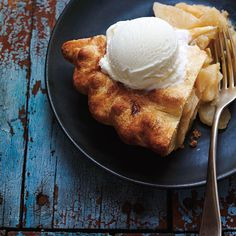 This classic apple pie recipe is our best for a reason! Apple Pie Recipes, Apple Desserts, Tart Recipes, My Recipes, Dessert Recipes, Cooking Recipes, Classic Apple Pie Recipe, Best Apple Pie, Apple Pies