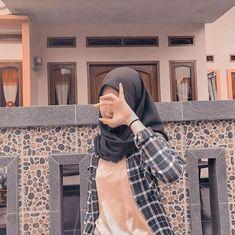 Casual Hijab Outfit, Ootd Hijab, Hijab Chic, Girl Hijab, Girl Photo Poses, Girl Photos, Cute Girls, Cool Girl, Indonesian Girls