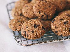dark chocolate coconut oatmeal cookies (GF, vegan)