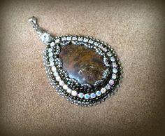 Beaded pendant / earrings tutorial (paid pattern) - Craftsy