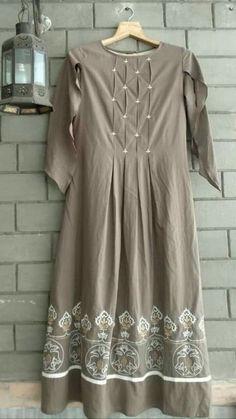 Embroidery Shoes Shirts Ideas For 2019 Kurta Designs Women, Salwar Designs, Kurti Neck Designs, Blouse Designs, Dress Designs, Kurta Patterns, Dress Patterns, Casual Dresses, Fashion Dresses