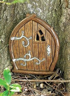 Another Fairy/Hobbit/Gnome door. Love the detial of the hinges and the window. Fairy Garden Doors, Fairy Garden Houses, Fairy Doors, Fairy Gardens, Hobbit Door, The Hobbit, Magic Garden, Fairy Tree, Clay Fairies