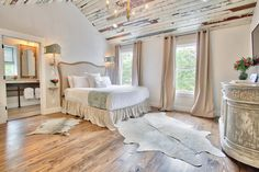 Pelican Suite, The Roost Hotel Boutique, Ocean Springs, Mississippi