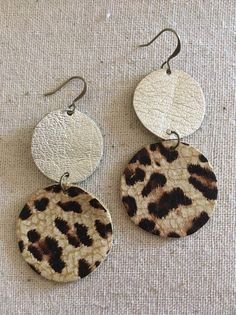Champagne and Leopard Circle Leather Earrings - Cowhide Leather - Round Earrings - Tan and Leopard Cute Jewelry, Jewelry Crafts, Handmade Jewelry, Handmade Bracelets, Diy Leather Earrings, Beaded Earrings, Fabric Earrings, Hoop Earrings, Jewellery Quarter
