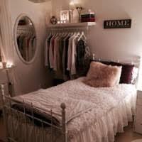 Znalezione obrazy dla zapytania small room clothing storage