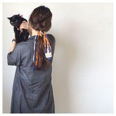 今日 の こかげさん 。 . . . . . 今日 は、 編み込み でございまする 。 . . . . #blackcat #cat #catlove #ねこ部 #くろねこ部 #ねこさま #ニャンコ先生 #hair #longhair #ヘアアレンジ #簡単アレンジ #セルフアレンジ #編み込みアレンジ #ゆるゆるアレンジ #スカーフ #今日の髪