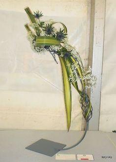 Links to Belfast Autumn Show with more wonderful designs. Contemporary Flower Arrangements, White Flower Arrangements, Creative Flower Arrangements, Flower Arrangement Designs, Funeral Flower Arrangements, Ikebana Arrangements, Flower Designs, Centrepieces, Flower Show