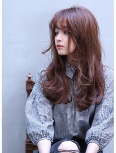 Long hair curled with bangs. koreanboo · korean hair dye and hairstyles Korean Hair Dye, Korean Long Hair, Asian Hair, Curly Hair With Bangs, Curls For Long Hair, Long Hair Cuts, Long Bangs, Hair Bangs, Medium Hair Styles