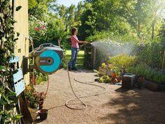 Gardena inspirerend tuinieren! Ontspannen in de tuin werken met GARDENA combisystemen. Maar ook met de elektrische heggescharen of grasmaaiers. Gardena staat voor kwaliteit.