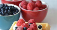 Bardzo długi czas męczyłam się z moją gofrownicą, która ma małą moc i wszystkie gofry do tej pory wychodziły płaskie, nie b... Something Sweet, Raspberry, Fruit, Food, Essen, Raspberries, Yemek, Meals