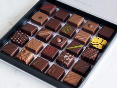 Les Eclairs au Chocolat que j'ai goûtés pour vous - Escale Gourmande Chocolate Bonbon, Chocolate Day, Artisan Chocolate, Chocolate Sweets, Chocolate Molds, How To Make Chocolate, Chocolate Truffles, Chocolate Lovers, Chocolate Recipes