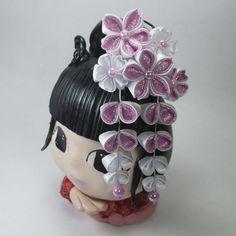 Kanzashi - Enfeite para cabelo estilo japonês - Modelo New Sakura Kanzashi, Traditional Outfits, Minnie Mouse, Kimono, Japanese, Nice, Clothing, Japanese Hairstyle, Japanese Hair