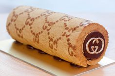 Branded Roll Cake - Gucci Gucci Cake, Luxury Food, Expensive Taste, Food Goals, Aesthetic Food, Food Items, Food Design, Food Styling, Sweet Treats